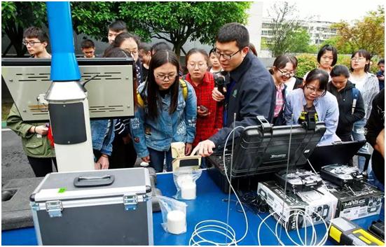 辐射环境管理监测中心进行手机辐射检测