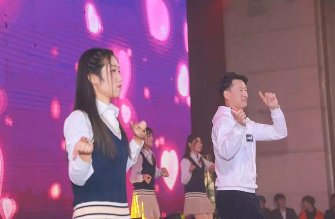 2019年婧麒年会活动:东西