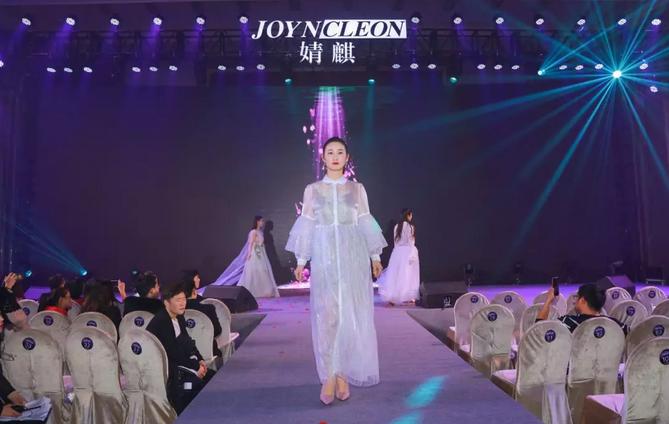 2019婧麒年会节目:防辐射服品牌秀