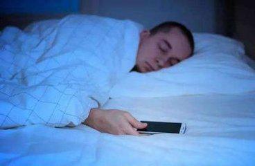 睡觉时要远离手机